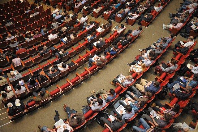 Eventplanlægning i konferencelokale